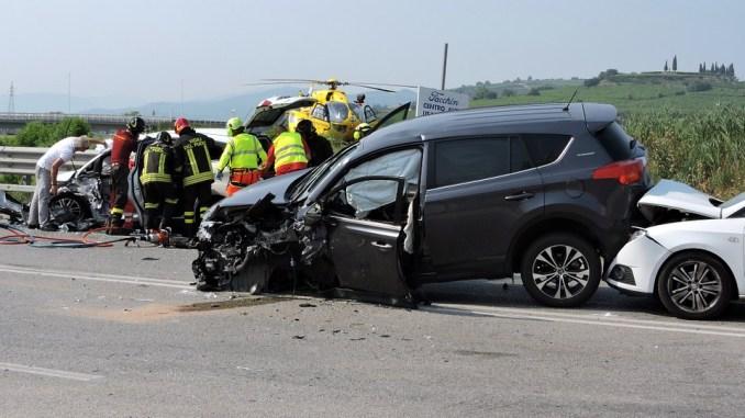 Incidenti mortali, aumento in Umbria, il 70 per cento per distrazioni nella guida