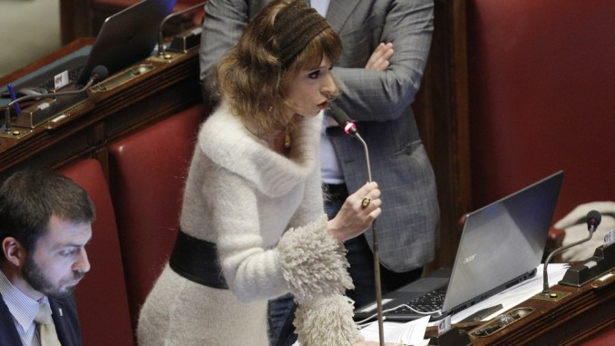 Tiziana Ciprini (M5S), interrogazione al Ministero, perché non paga i CDS?