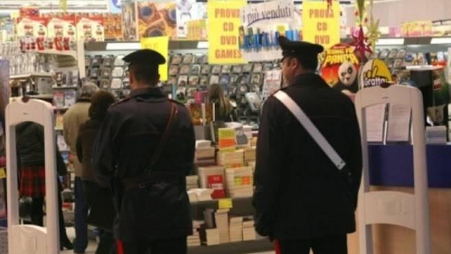 Ruba in supermercato a Foligno: fermato dai Carabinieri