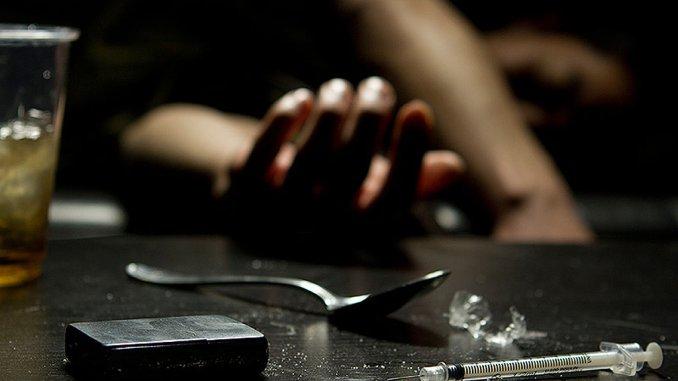 Morte per overdose Perugia, trovato cadavere, era tra le siringhe. Corpo trovato i un casolare