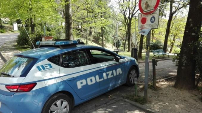 Parco Chico Mendez, blitz Polizia, trovati due stranieri, uno reagisce