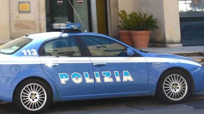 Guida ubriaco a Perugia e si schianta contro il marciapiede, denunciato