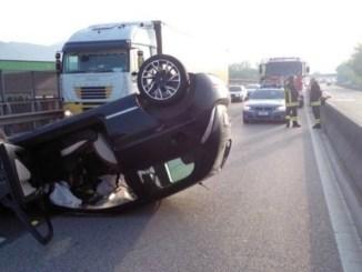Auto si ribalta sul raccordo Terni-Orte: ferite due ragazze
