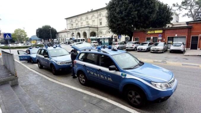 Prende a testate un poliziotto a Fontivegge, ma gli va male…