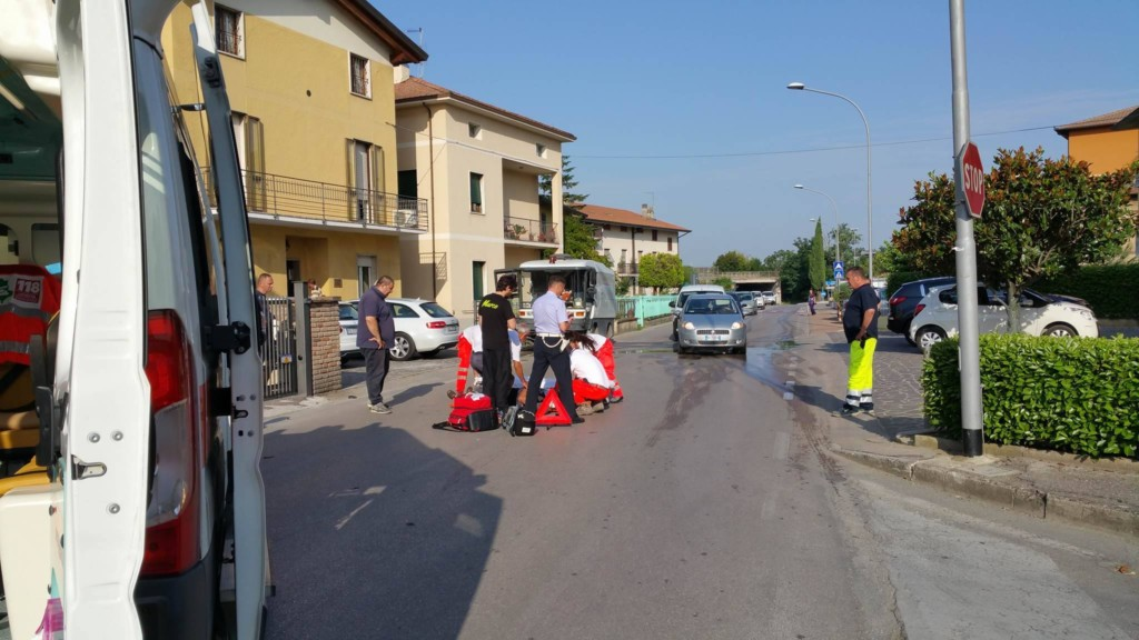 incidente-auto-ciclomotore-via-santa-lucia (9)