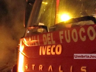 Veicolo in fiamme lungo la E45 incedio all'altezza di Deruta al km 51