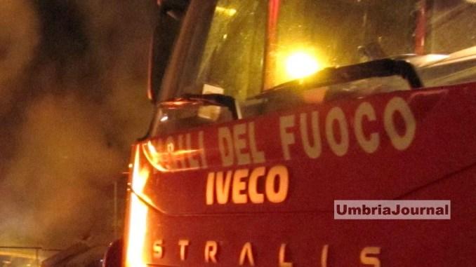 Incendio nella notte a Borgo Colognola di Perugia, a fuoco tetto agriturismo, crolla anche solaio