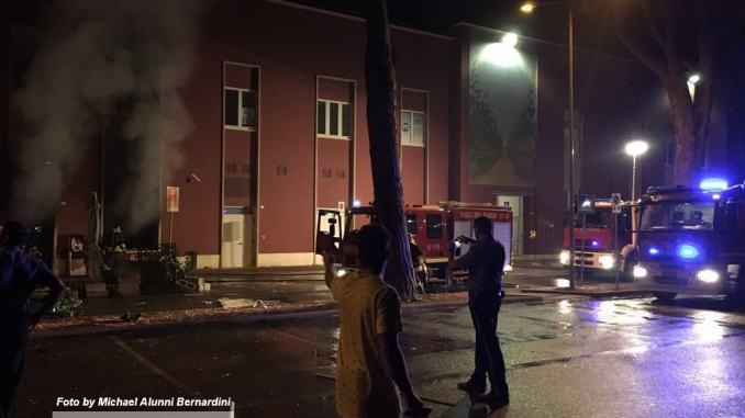 Esplosione e incendio nella notte a Bastia Umbra, distrutto bar, sospetto dolo