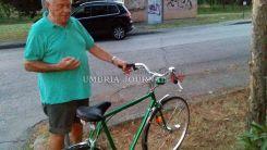 Un Mago della Bicicletta a Bastia Umbra, ripara bici rotte e le rimette in sesto