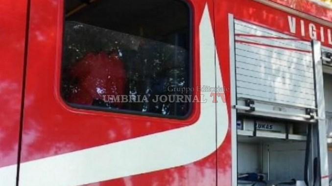 Tir si incendia sulla strada statale 675 Umbro Laziale a Narni