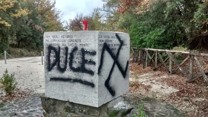 Cippo Partigiani Bettona, vergognosa aggressione, Ciotti, scritte fasciste