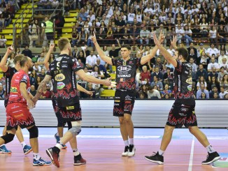 Volley, Sir Safety, seconda battuta d'arresto, Modena espugna il Palaevangelisti