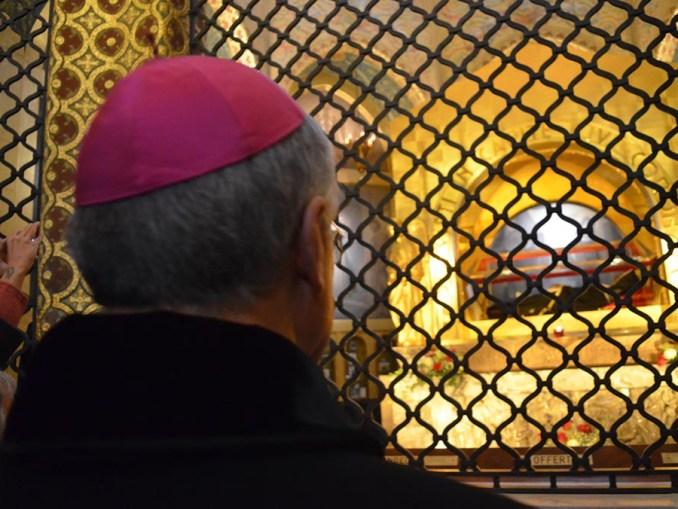 Aveva una lametta e voleva aggredire l'arcivescovo Boccardo