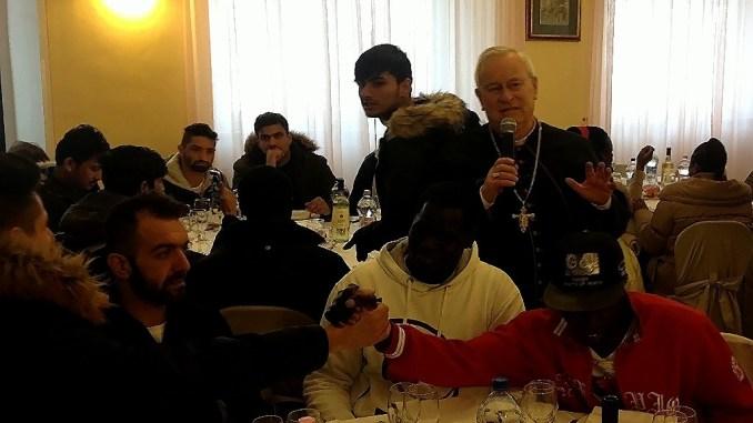 Pranzo di Natale, 165 ospiti, 16 nazionalità diverse con il cardinale Bassetti