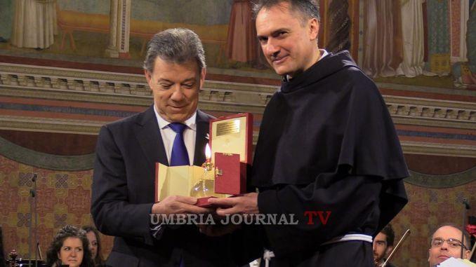 Lampada di San Francesco donata al Premio Nobel per la Pace Santos