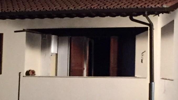 Incendio appartamento a Nocera Umbra, due ustionati, lei grave, lui piantonato dai Carabinieri