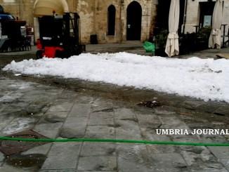 Piazza della Repubblica a Perugia, Mori, dopo la pista rimane il ghiaccio
