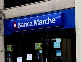 Rapina alla Banca Marche di Ponte San Giovanni, due uomini armati minacciano i dipendenti