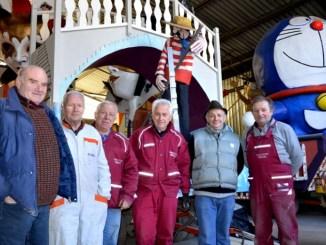 Sergio Saveri (2° da sx) con alcuni 'artigiani del Carnevale'