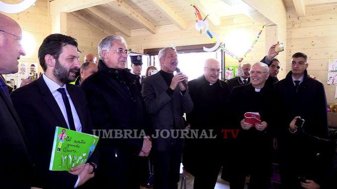 Terremoto Norcia, Claudio Baglioni porta assegno a bambini