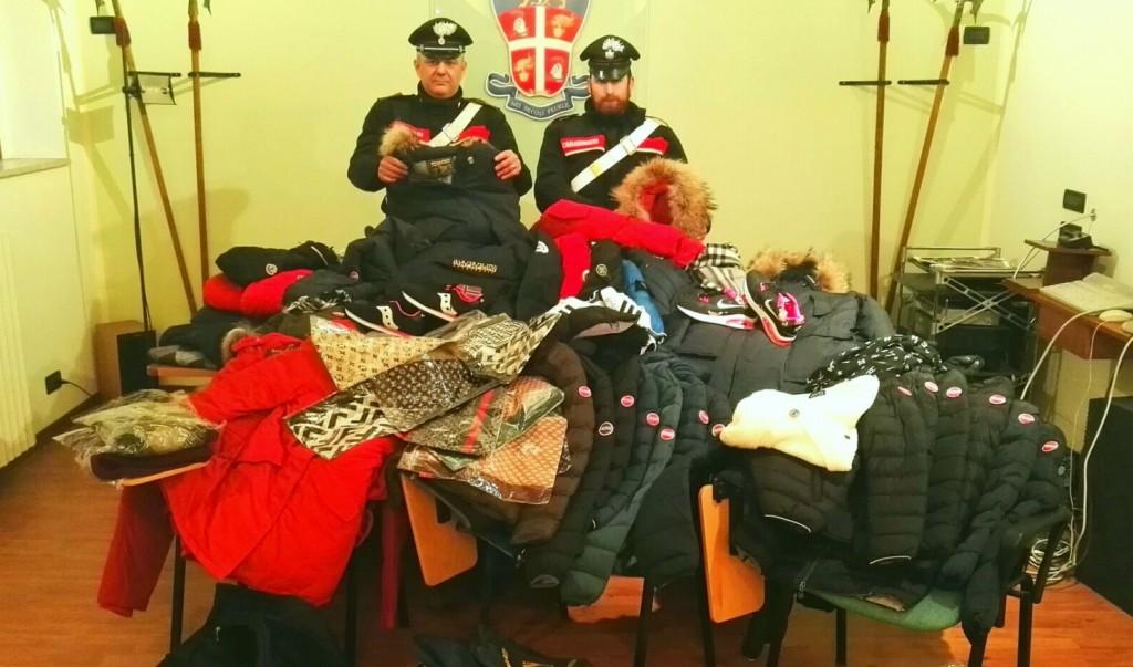 202663ba0712 Capi di abbigliamento con marchi falsi, 4 senegalesi denunciati a Perugia