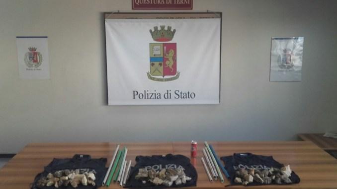 Derby Ternana Perugia, sequestrati sassi, striscioni e bastoni a Terni
