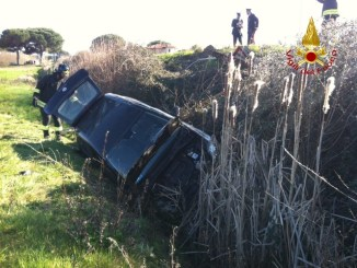 Incidente stradale, auto finisce in scarpata vicino Castiglione, tre feriti lievi