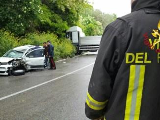 Incidente stradale a Narni tra auto e camion, ferita una ragazza