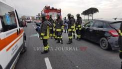 Incidente, tragedia sfiorata sulla 75 Centrale Umbra, tamponamento tra 3 veicoli, 6 feriti [FOTO]