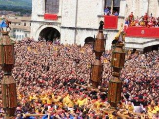 Festa dei Ceri a Gubbio, scivolone per Sant'Ubaldo in via Cairoli