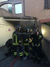 Incendio a San Mariano di Corciano, vigili del fuoco a lavoro