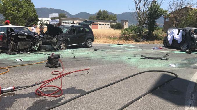 Incidente mortale a Terni, tre auto si scontrano, muore una persona