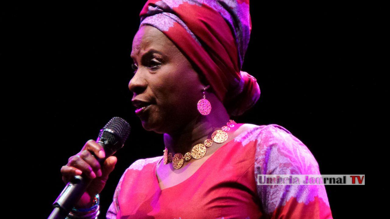 Angelique Kidjo (1)