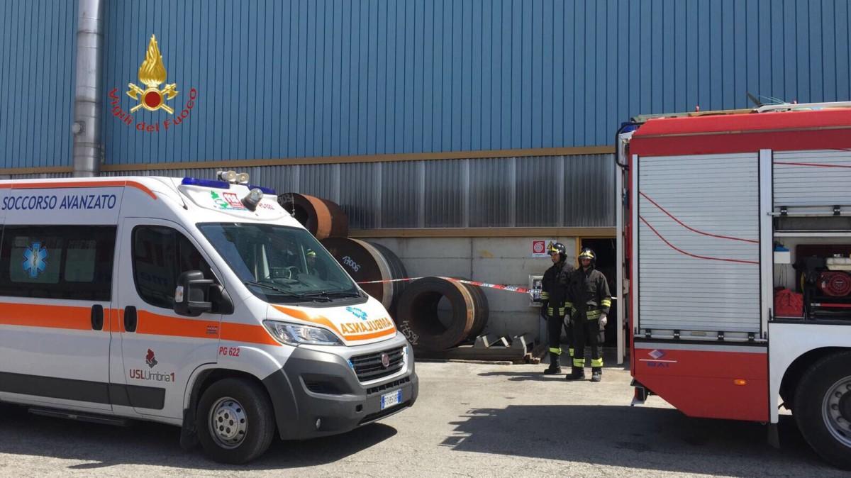 Valfabbrica, incidente sul lavoro, operaio muore schiacciato da rotolo di acciaio