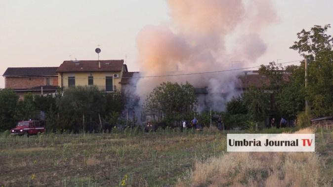 Esplosione e incendio a bastiola di bastia umbra (1)