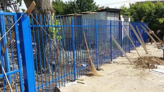 cancello-blu-rione-portella (1)