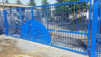 cancello-blu-rione-portella (2)