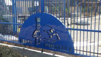 cancello-blu-rione-portella (7)