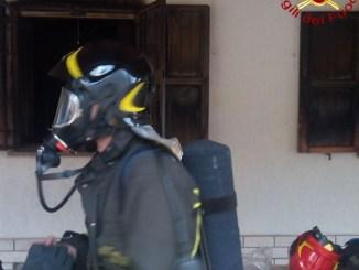 Perugia, incendio abitazione a Monte la Guardia, tre squadre dei vigili del fuoco sul posto