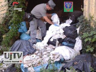 Forestale scopre discarica rifiuti tessili abbandonati a Maratta di Terni