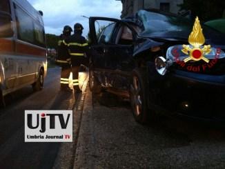 Incidente stradale a Panicarola del Lago, auto contro camion, due feriti