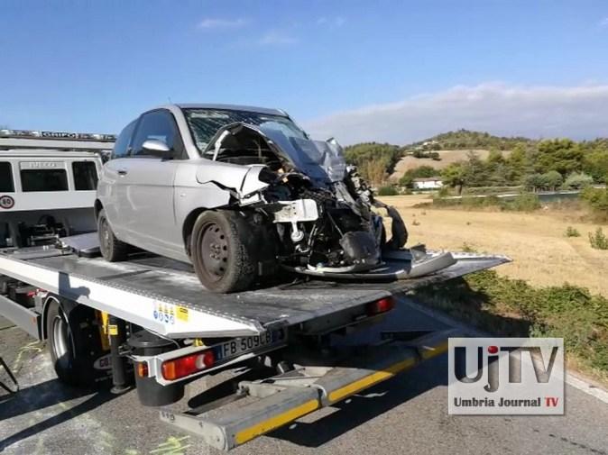 Incidente stradale mortale Perugia frontale auto furgone, muore donna (1)