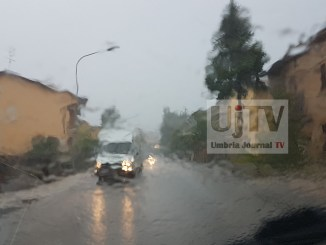 Maltempo, bomba d'acqua in Altotevere, allerta meteo in tutta la regione