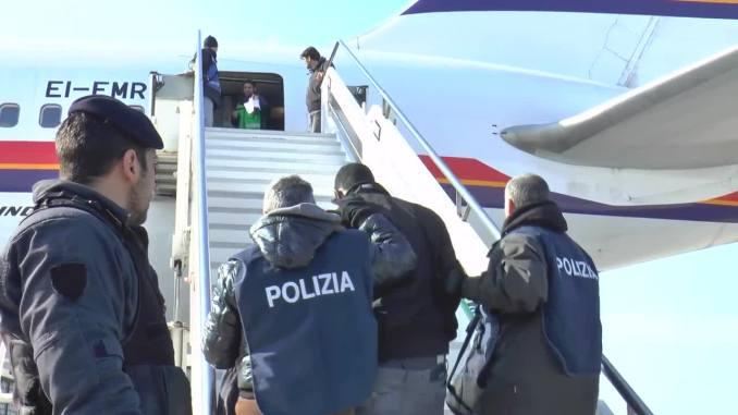 Polizia Assisi, arresta sorvegliato speciale e rimpatria straniero