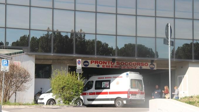 Incidente sul lavoro a Terni, operaio di 38 anni schiacciato, è codice rosso