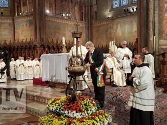 Celebrazioni San Francesco ad Assisi, accesa la lampada