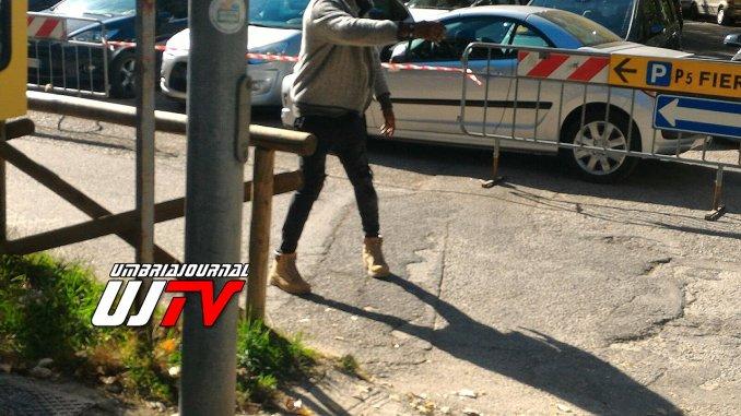 Parcheggiatori abusivi all'ospedale Pian di Massiano, alcuni sono aggressivi