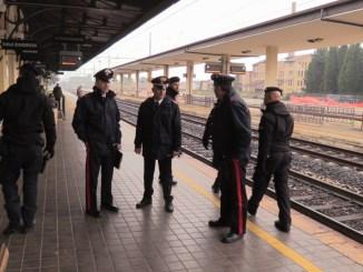 Immigrato aggredisce addetta alle pulizie, accade alla stazione di Assisi