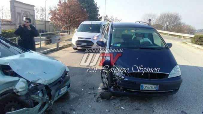 Incidente a Spello, scontro da due auto, c'è un ferito lieve FOTO E VIDEO