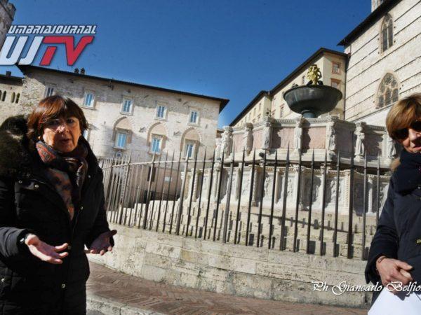 StatuetteDorateFontanaMaggiore (7)